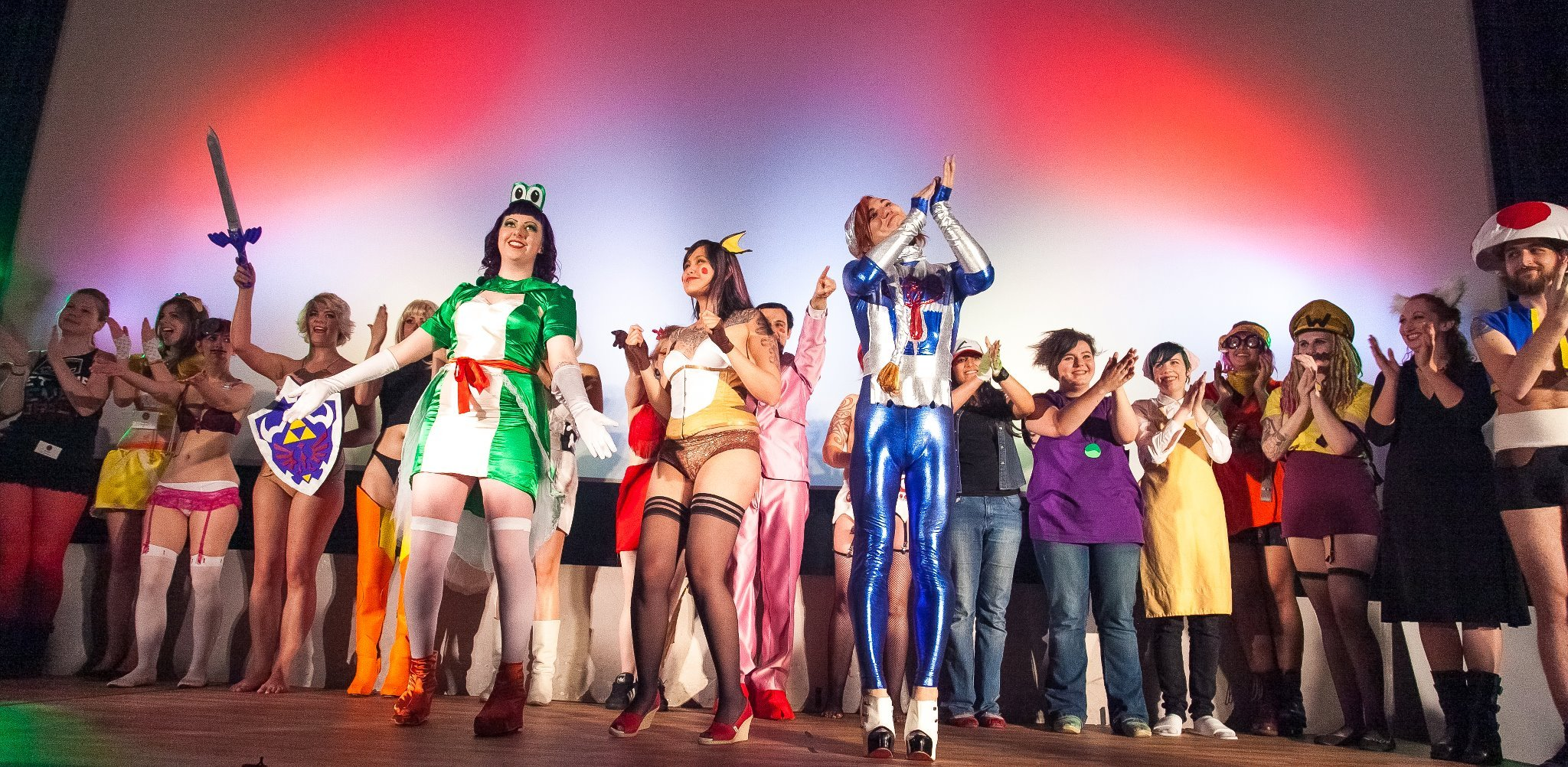 Peepshow T.O. Super Smash Burlesque Curtain Call. Photo by Lick my Lens Cap.